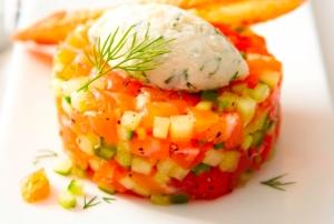 Salmon tartar with melon and Mascarpone